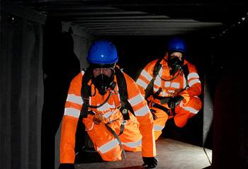 How are people affected by claustrophobia in confined spaces